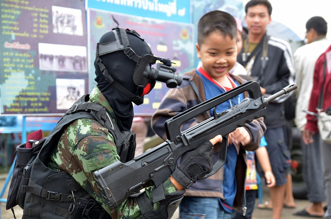 Children's Day 2012 at the Chiang Mai Royal Thai Air Force © Wikipedia, Takeway: own work