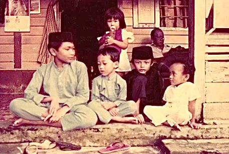 Malay residents in Kampong Kubor, courtesy of Tomirah Seban