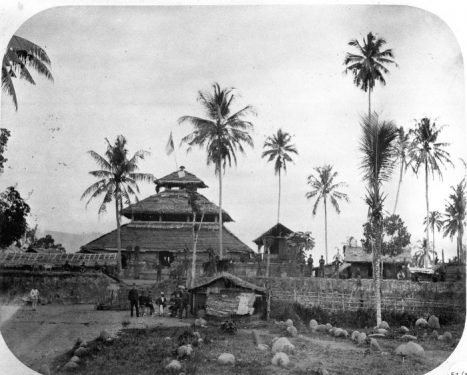 Ancient Mosque of Indrapuri, Aceh, Indonesia. Built in the Javanese/Hindu style between 1607-1636 (Wikipedia)