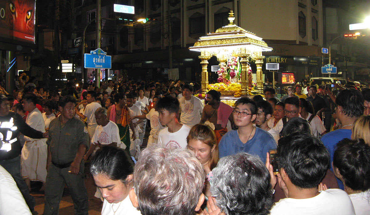 Chariot of Kataragama pulled by devotees