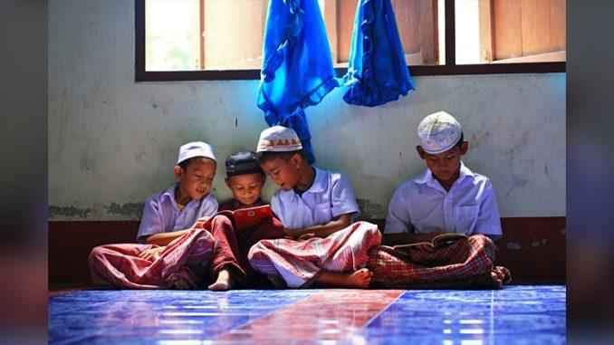 Krabi-Thailand-Muslim-Boys-KRSEA