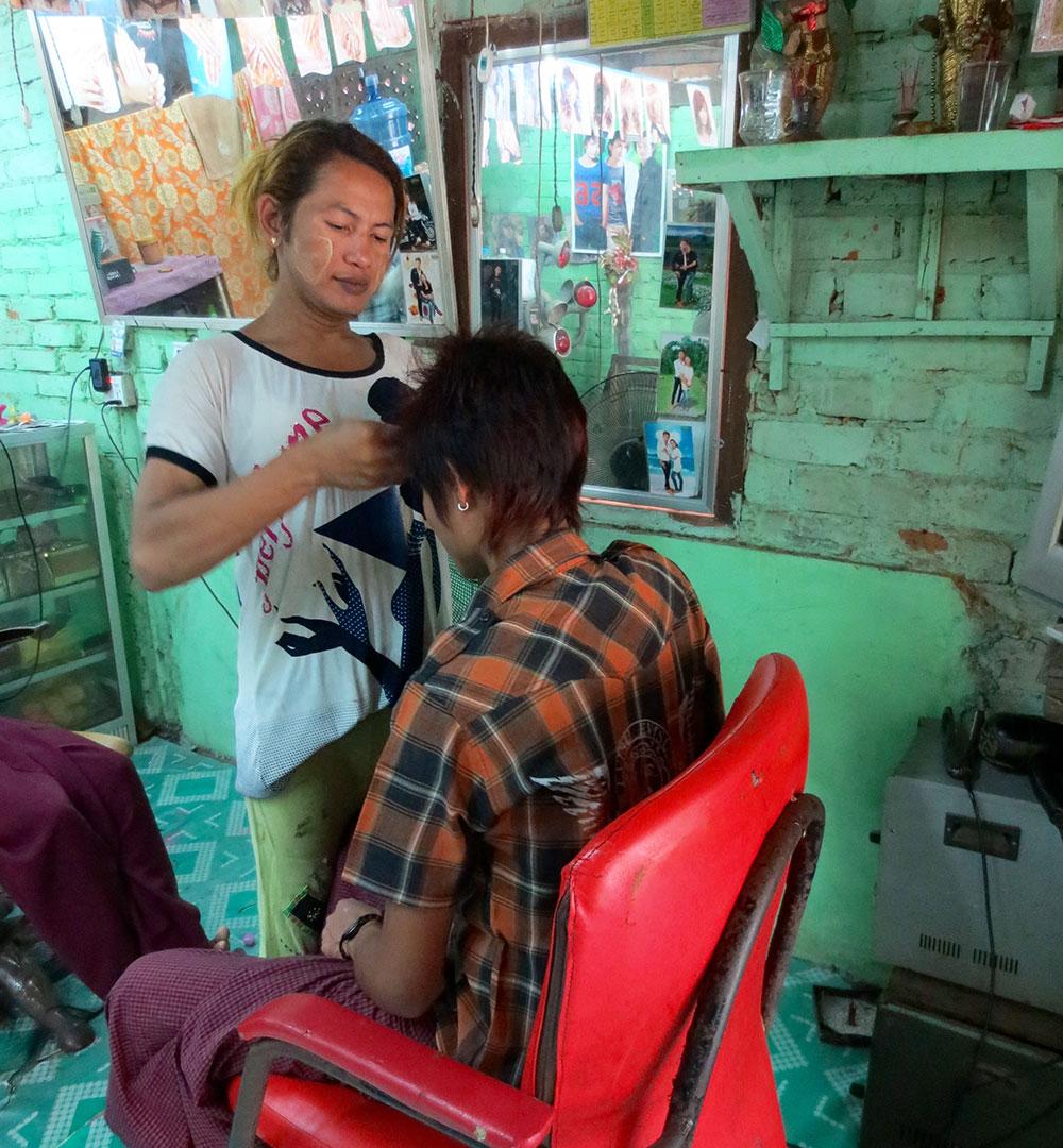 Myanmar_beautician