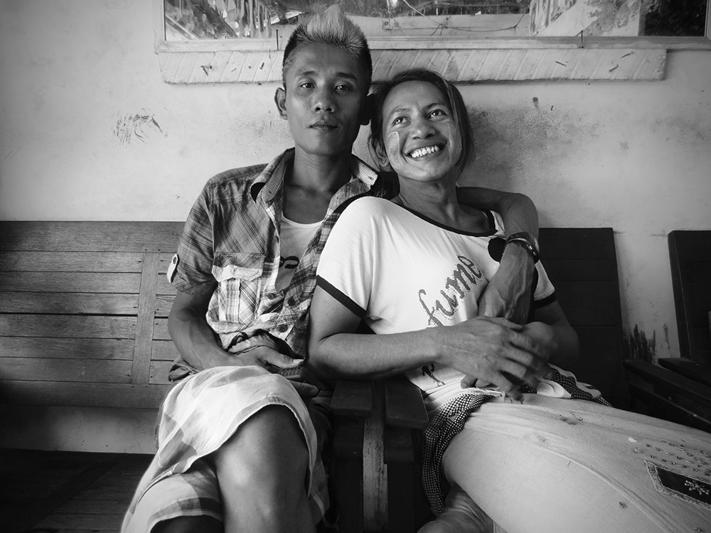 Myanmar_couple