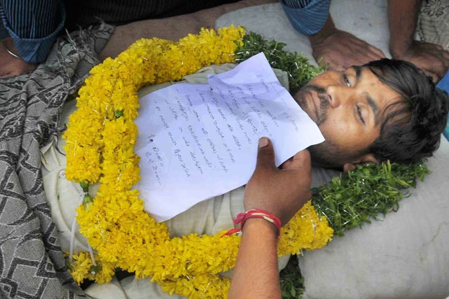 Indian student V. Santosh with suicide note for Telangana
