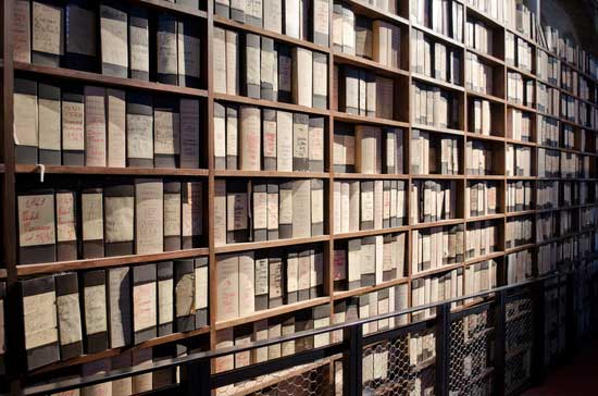 archive-folders-and-books